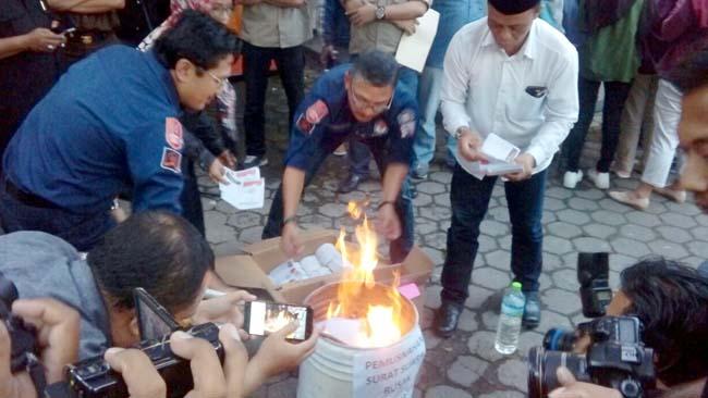 Hindari Fitnah KPU Kota Malang Bakar 3.635 Surat Suara Rusak