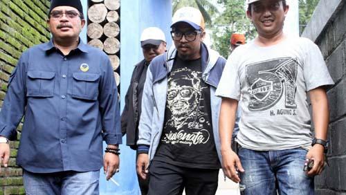 Mendampingi Kresna Dewanata Prosakh Caleg Partai Nasdem DPR RI, Wilayah Malang Raya. (H Mansyur Usman/Memontum.Com)