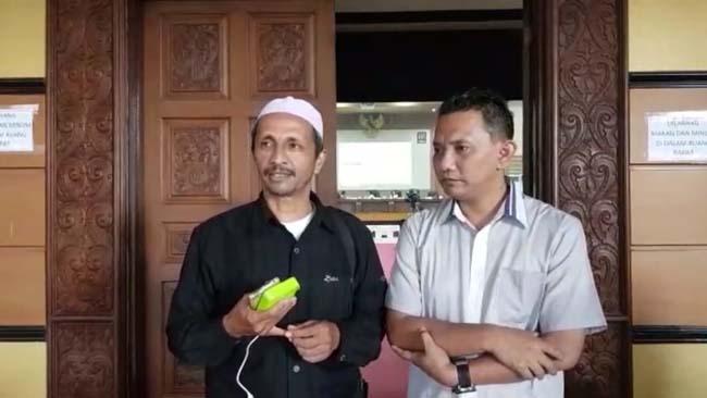 Salim Barakwan (Kopiah Putih) dan Saksi Paslon Nomor 2. (H Mansyur Usman/Memontum.Com)